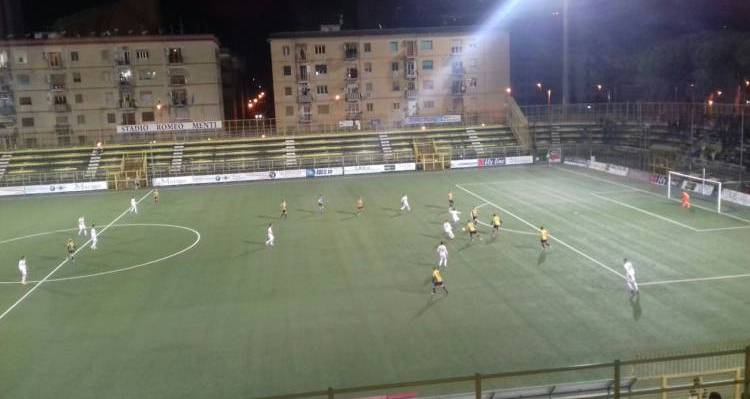 Juve Stabia-Reggina regala gol a grappoli ed emozioni altalenanti. Primo tempo glialloblu, secondo tempo granata. Ecco com'è andata