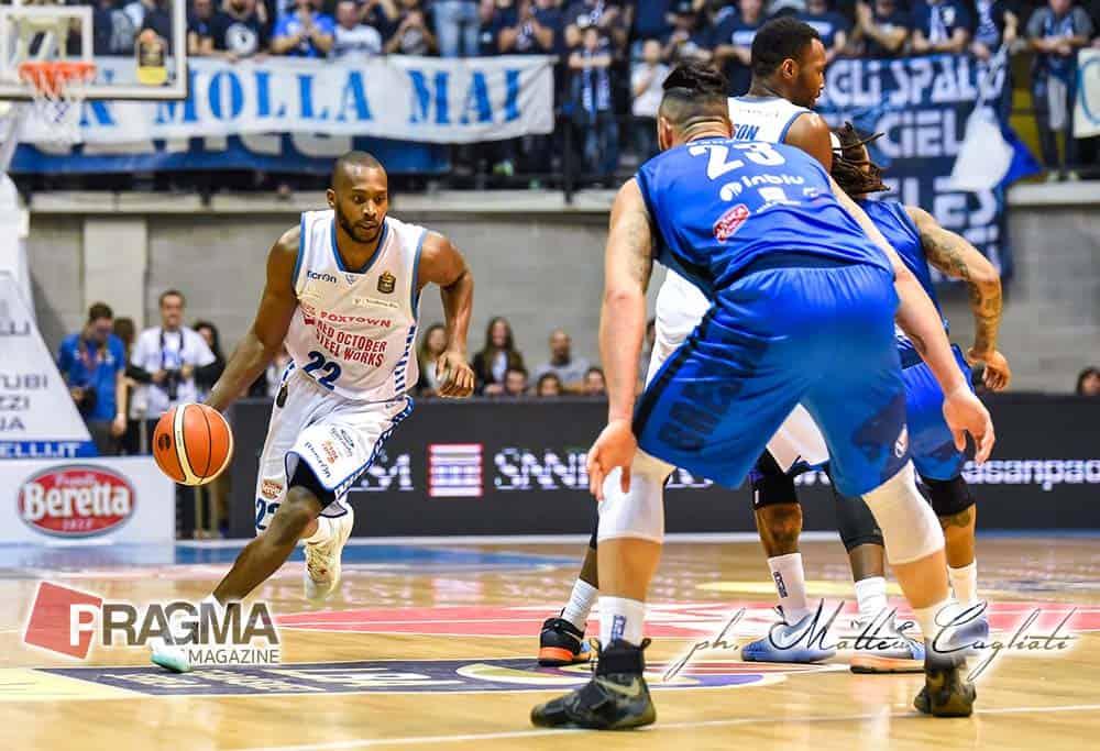 Il derby lombardo Cantù-Brescia finisce 81-65. Cantù finalmente vince una partite in cui è praticamente sempre avanti e in controllo. Foto
