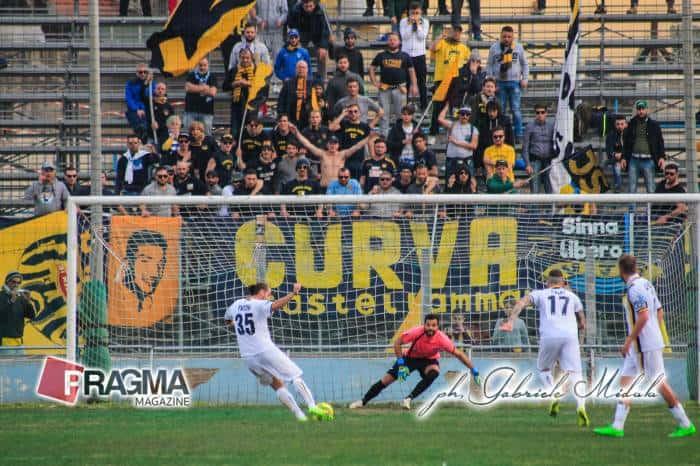 Juve Stabia sconfitta dopo essere stata in vantaggio di due gol. Paponi il migliore, Morero il peggiore. Le pagelle della trasferta a Siracusa