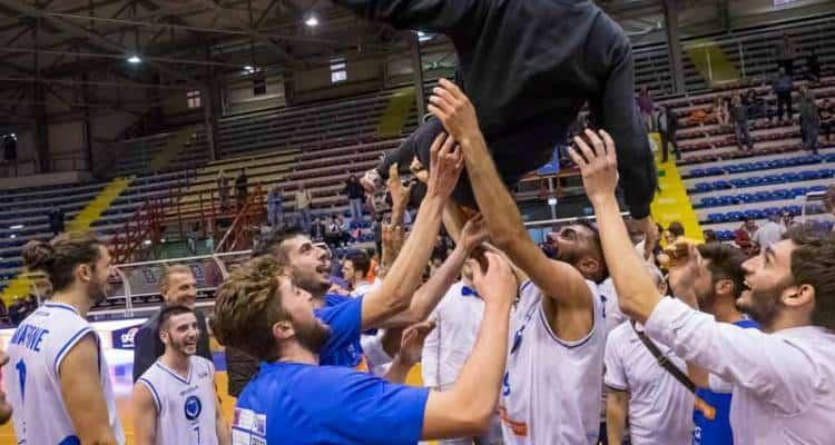 GeVi Cuore Napoli Basket - Simply Vis Nova Roma. Al Palabarbuto bellissima vittoria del Napoli Basket. Foto e dettagli della gara