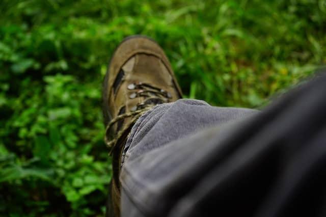L'estate è quasi in arrivo così come le scarpe più disparate. Ecco come scegliere le giuste scarpe estive da lavoro per non farsi male