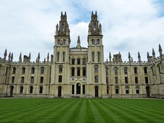 Sempre più ragazzi scelgono di andare a studiare all'estero per avere una formazione scolastica internazionale. Ecco alcuni consigli