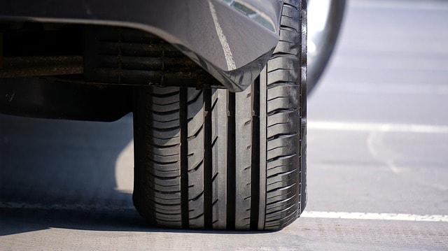 Negli ultimi anni abbiamo visto una rapida diffusione degli pneumatici 4 stagioni. Analisi dei vantaggi e dei limiti di questo tipo di gomme