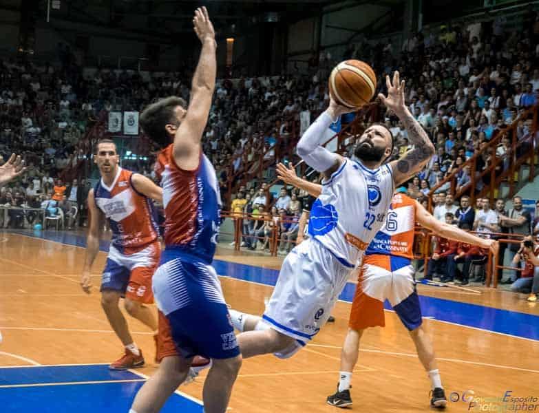 In 3000 al Palabarbuto hanno accompagnato con grande entusiasmo Il Cuore Napoli Basket in Finale. Ecco com'è andata