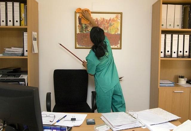 L'ufficio rappresenta per i clienti la prima impressione. Sarebbe poco professionale farlo trovare sporco o in disordine...