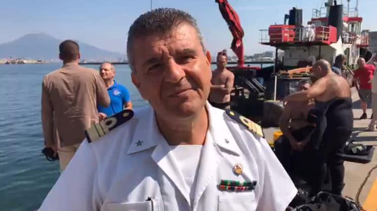 E' in corso la pulizia dei fondali marini nella zona portuale di Castellammare di Stabia. Parla il comandante Cassone. Il video