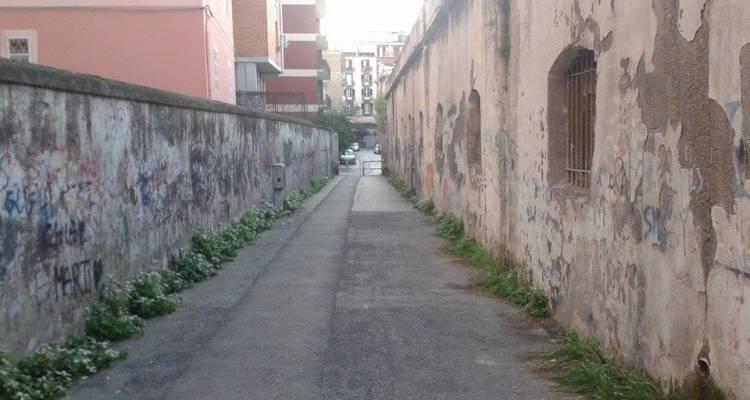 Siamo ancora nel centro città a Castellammare di Stabia. Protagonista del nostro racconto è ancora Via Carducci, la famosa strada violentata