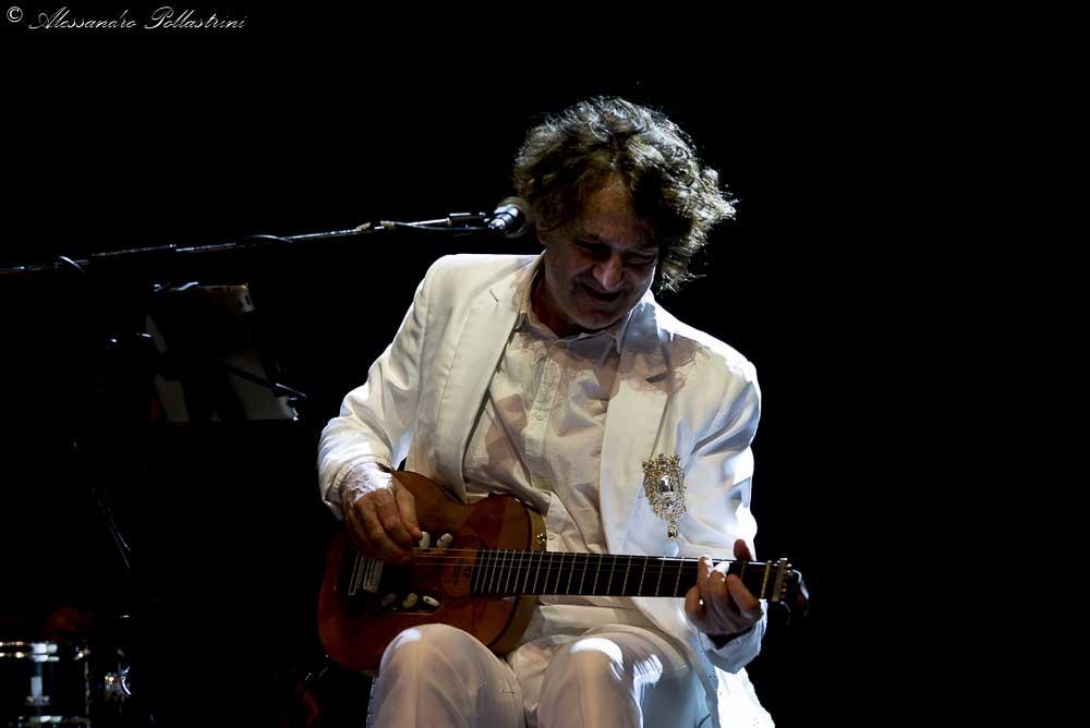 Goran Bregovic in concerto a Roma in un centro commerciale. Ecco la galleria fotografica dell'evento romano