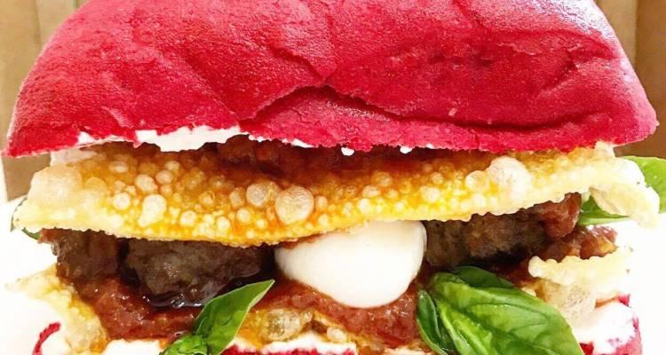 Dalla follia dello Chef Matto Rino De Feo nasce il Burger Lasagna,un panino nato per l'offerta culinaria di Mister Lasagna a Londra