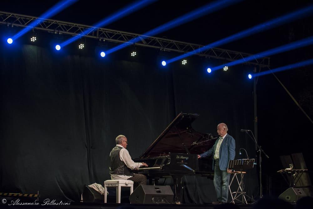 Nel bellissimo castello di Santa Severa, Gino Paoli e il pianista vicentino Danilo Rea hanno incantato il folto pubblico. Foto