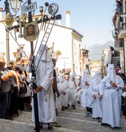 Processione per le strade di Guardia Sanframondi, Settennale evento dei Riti di Penitenza in Onore dalla Vergine Assunta. Storia fotografica