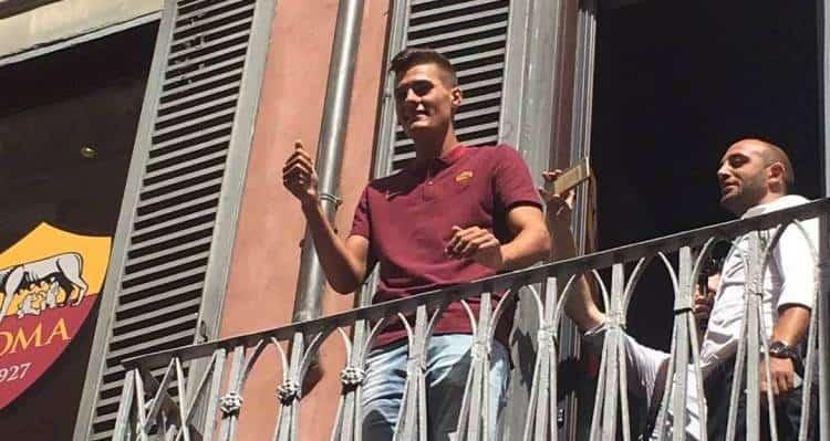 Patrick Schick è della Roma. La notizia è ormai risaputa da ieri, ma oggi ha salutato i tifosi dal balcone. Ecco il video