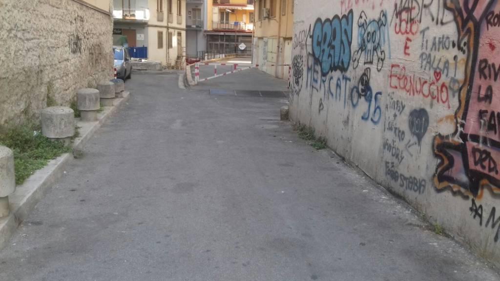 """Via Carrese e Via Carducci letteralmente """"sotto attacco"""". L'attacco arriva dai """"signori"""" che non raccolgono le feci dei propri cani"""