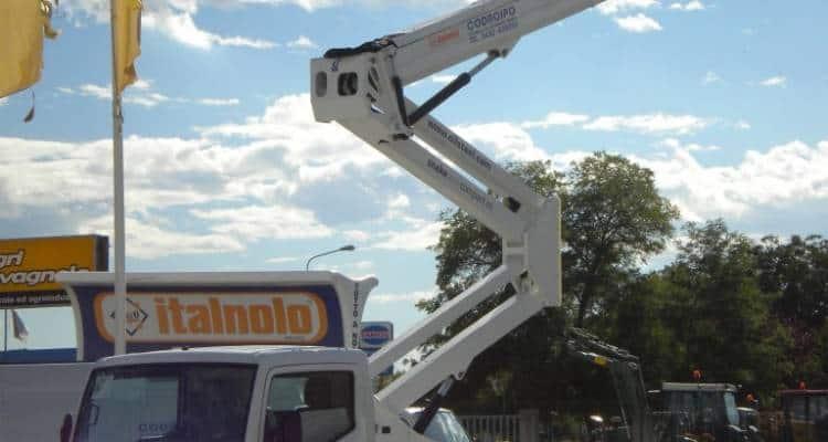 Può accadere di dover raggiungere altezze piuttosto elevate per dei lavori ai palazzi. Il noleggio di piattaforme aeree può aiutare