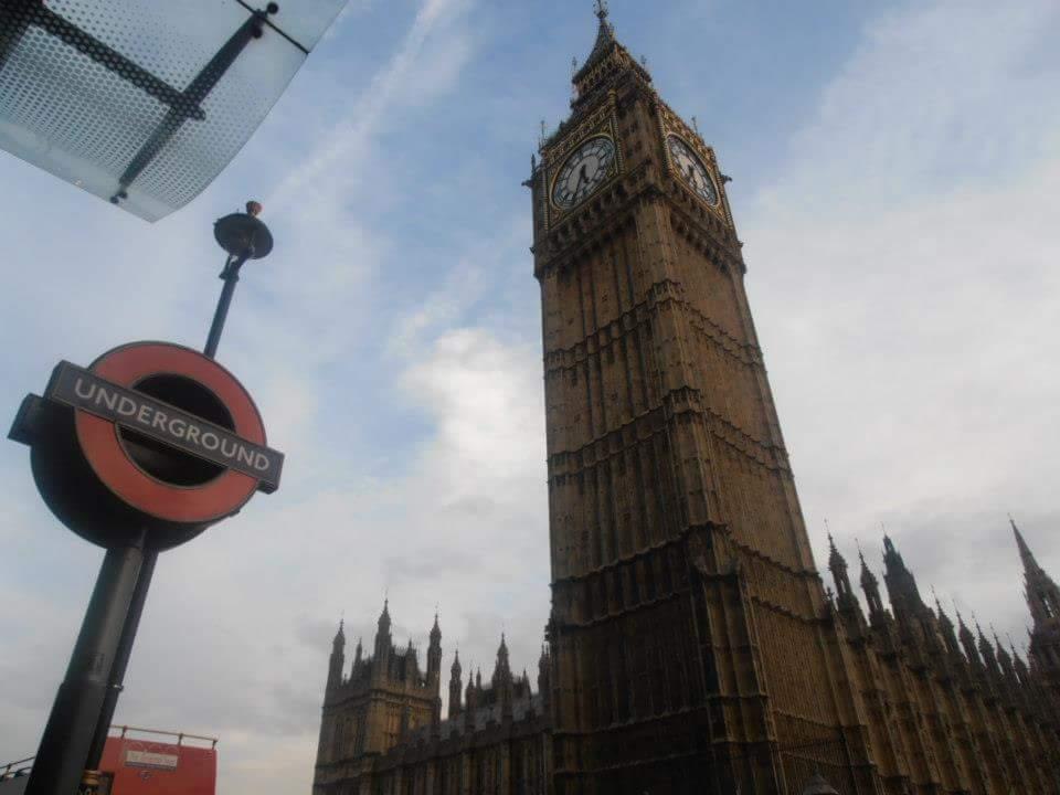Misteriosa, romantica, eccentrica, Londra è una città imperdibile ed indimenticabile per i veri viaggiatori. Cosa da vere assolutamente