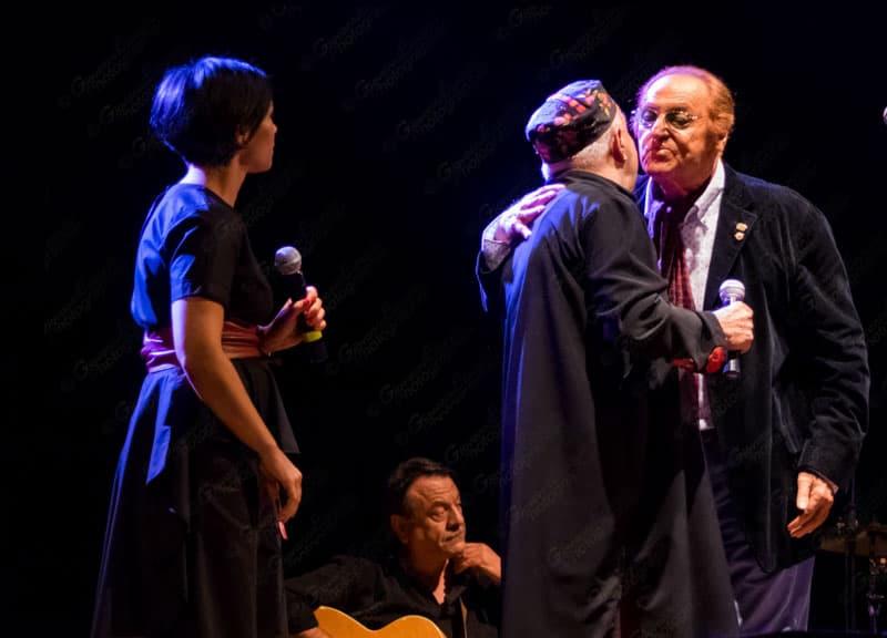 Sul Palco del teatro Augusteo di Napoli, si sono esibiti Peppe Barra, in concerto con la sua orchestra, e Renzo Arbore. FOTO