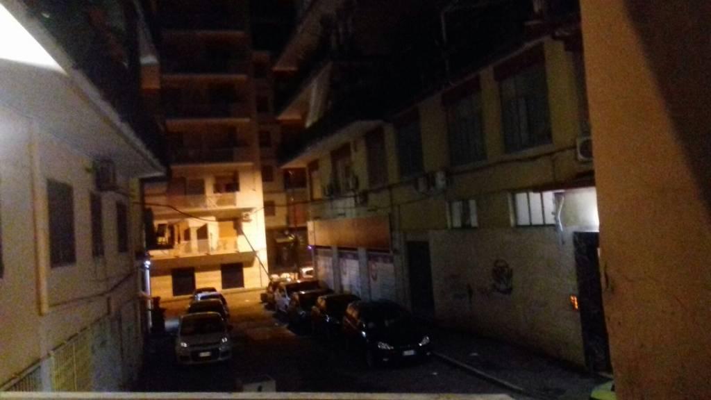 Non bastano i primi freddi a fermare i balordi che ancora una volta hanno regalato una notte insonne ai cittadini di Via Pietro Carrese.