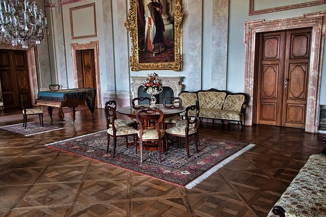 L'antiquariato è formato da oggetti antichi, come mobili, gioielli, libri, sculture e dipinti. Ma come si valutano?Ecco alcuni parametri