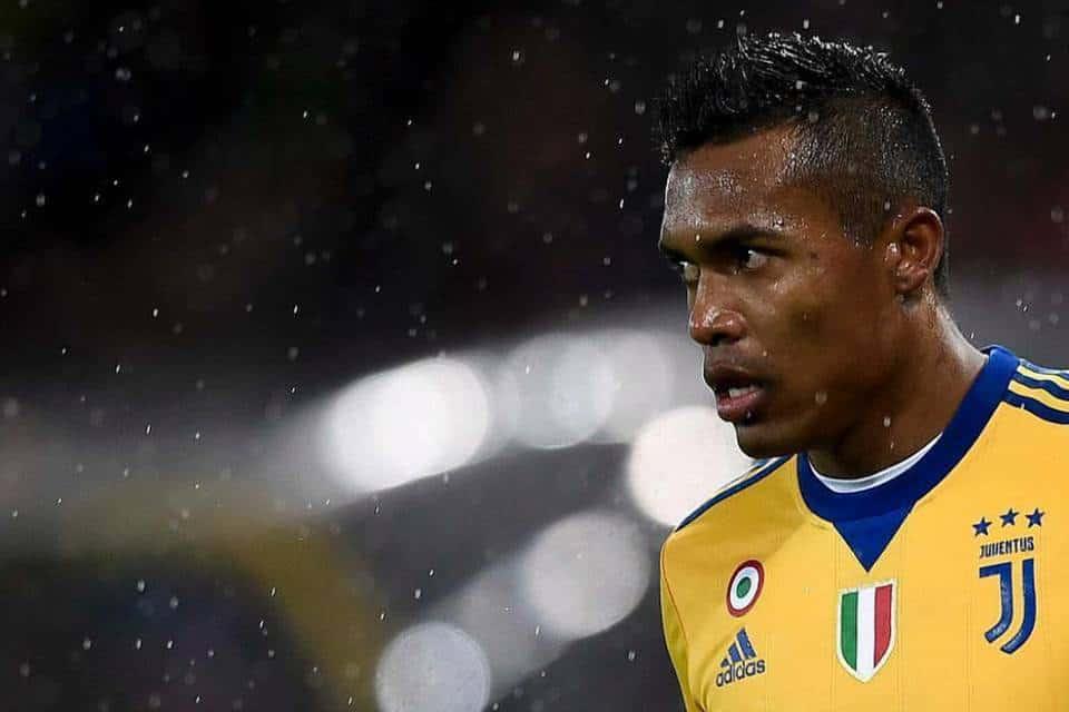 Alex Sandro fuori forma: il brasiliano sembra aver perso motivazioni rispetto alla scorsa stagione. Distratto dal calciomercato?