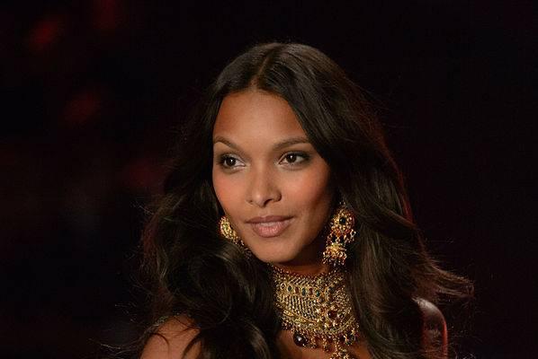 La Ribeiro lo indosserà e lo presenterà durante il fashion show di Shangai. Reggiseno dal valore milionario...