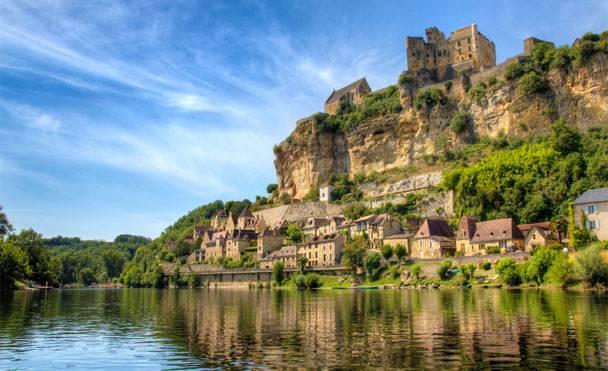 Cultura, misticismo, gastronomia, paesaggi naturali mozzafiato: ecco il borgo di Rocamadour situato nella Valle della Dorgogna (Francia)