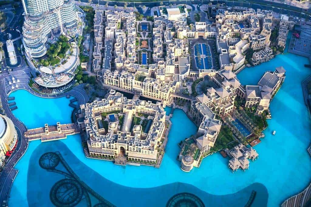 Dubai è la meta perfetta per chi ama il Natale ma rinuncerebbe volentieri al tipico freddo dicembrino in favore di una temperatura più mite