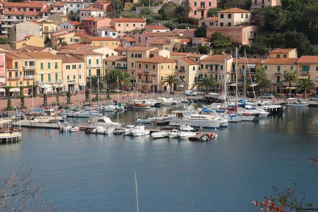 Sfatiamo un mito: l'Isola d'Elba non è solo spiagge, mare, sole e vacanze estive. Ecco cosa poter vedere e visitare