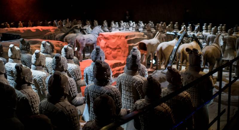 Ecco la mostra L' Esercito di Terracotta, che porta nella città di Partenope l'installazione, all'interno della Basilica dello Spirito Santo