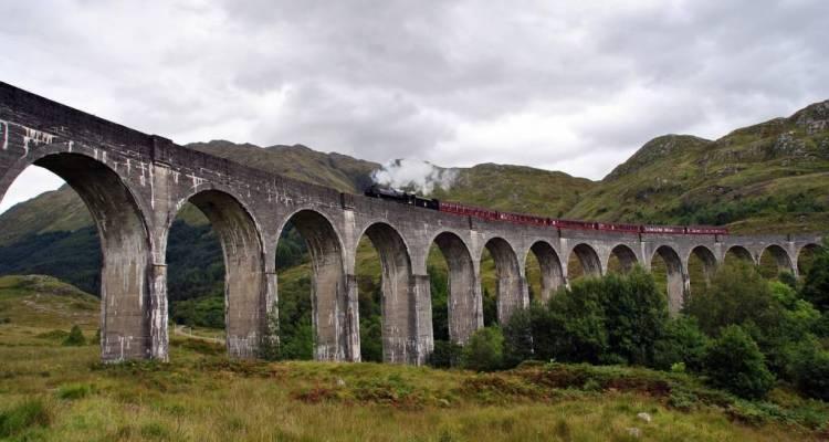 Lo storico treno Harry Potter si chiama Jacobite e attraversa le Highland scozzesi. Ecco come prenotare una vacanza con giro sul mitico treno