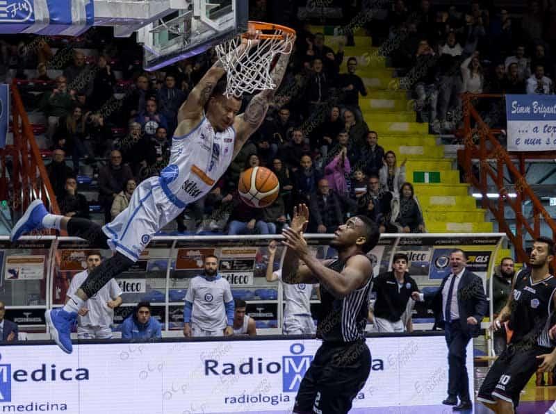 Ebbene sì, un secondo è bastato alla NPC Rieti per segnare l'ultimo canestro che gli ha dato la vittoria su Cuore Napoli Basket.