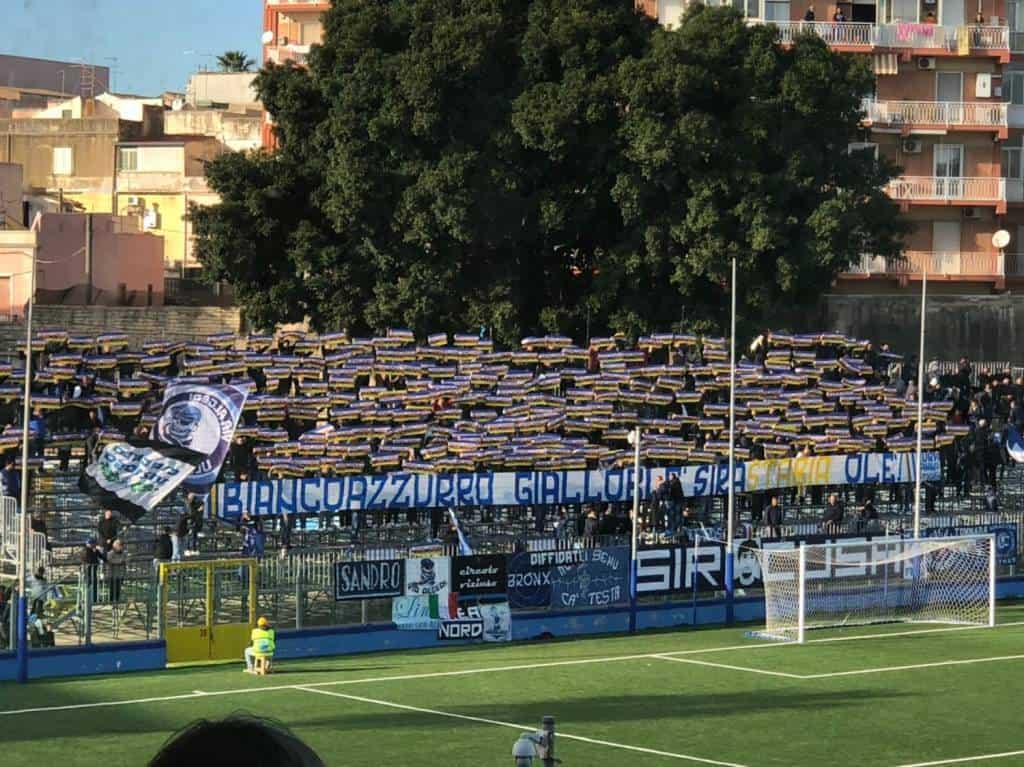 Allo Stadio Nicola De Simone va di scena Siracusa-Juve Stabia, una partita mai banale tra sport e fratellanza. Cronaca