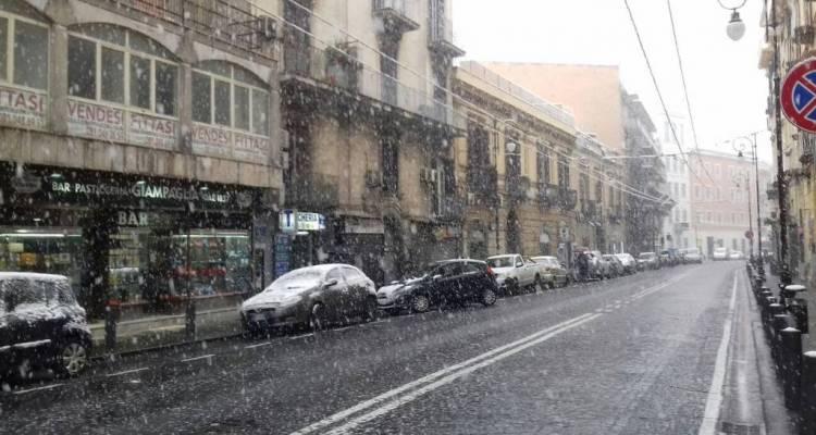 Neve a Portici. Ecco alcuni scatti di Portici, oggi 27 febbraio 2018. La città si è risvegliata sotto la neve