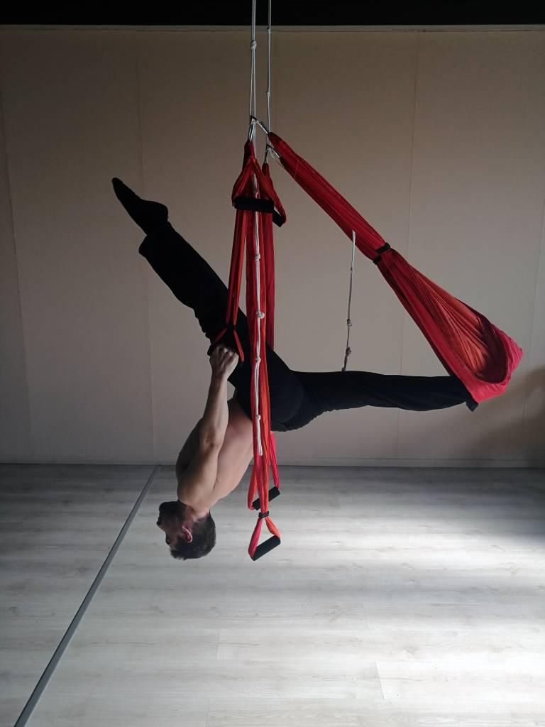 Il Body Flyingè una nuova disciplina che aiuta a mantenersi in forma. Lo spiega Andrea D'Alò in un'intervista