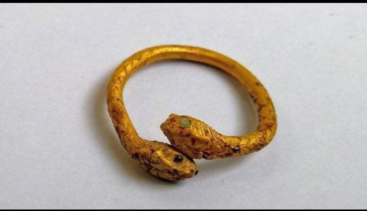 Ancora uno straordinario ritrovamento nell'area degli Scavi di Pompei. Questa volta a riaffiorare dalla terra è stato un prezioso anello