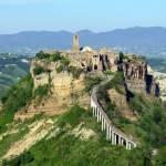 Pasquetta alla scoperta di uno dei borghi più belli e suggestivi d'Italia: Civita di Bagnoregio, il Paese che muore