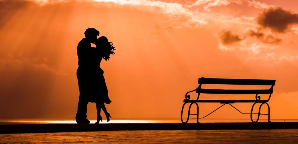 Passionali e corteggiatori, italiani e italiane sono simbolo di seduzione nel mondo, ma sono anche tra i più inclini al tradimento: i dati
