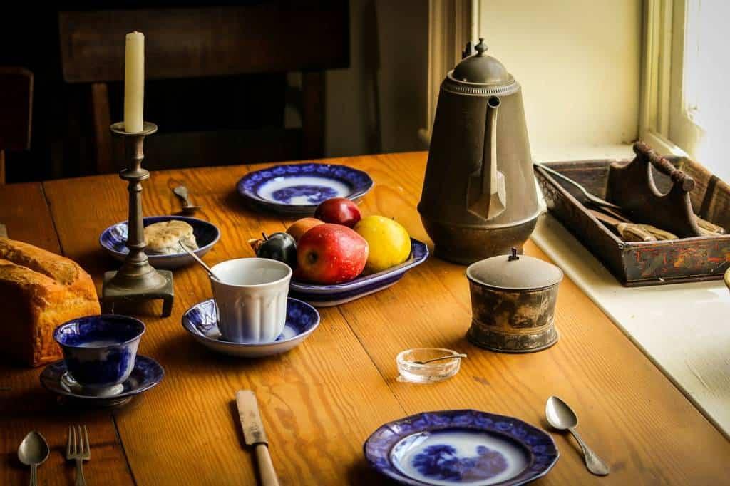 Chi ha la fortuna di avere una taverna in casa può scegliere di arredare questo ambiente della casa in tanti modi differenti. Alcuni consigli