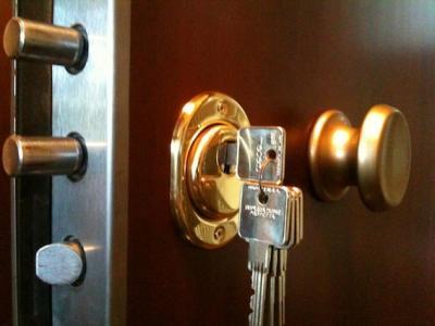Stai cercando un fabbro per la riparazione di porte o per altri interventi necessari in casa? Devi rivolgerti ad professionista serio!