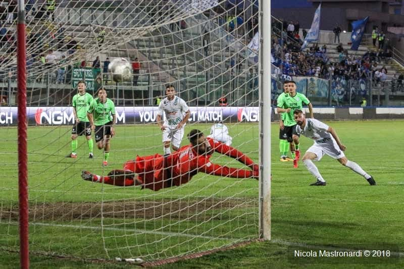 Monopoli-Francavilla termina 1-1, match valido per la 36ma giornata del campionato di Serie C. Ecco la cronaca, il tabellino e le foto