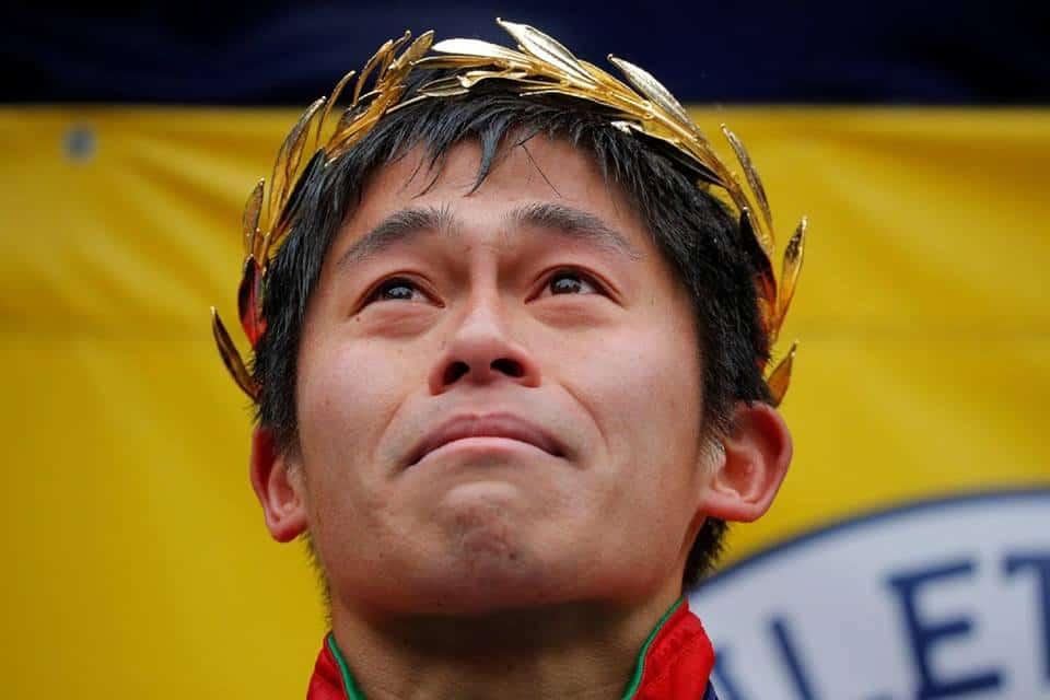 Ha rovesciato ogni pronostico vincendo la 122ª Boston Marathon, Yuri Kawauchi batte il keniano Karul tagliando il traguardo in 2:15'58''