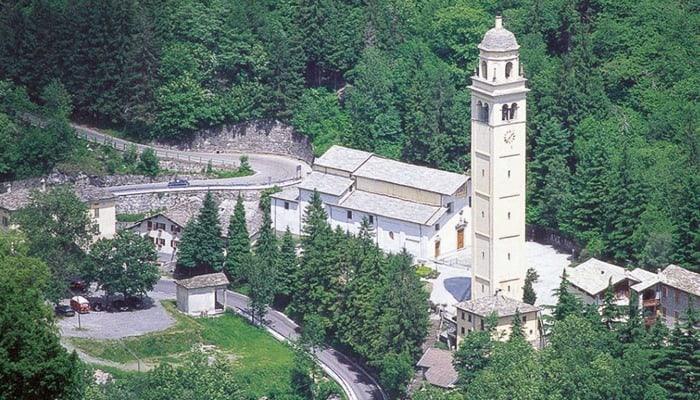 Ieri, alle 16.18 è crollata la frana che dallo scorso 13 aprile incombeva su Gallivaggio. Danni minimi e zero feriti, ma grossi disagi per i 1500 residenti isolati.