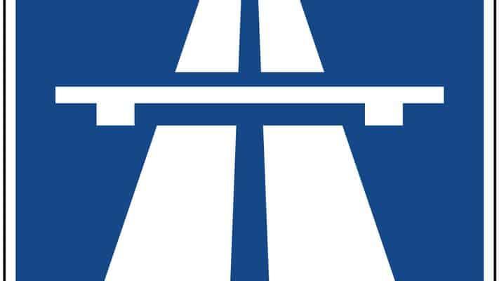 Una persona è morta in autostrada lanciandosi da un cavalcavia nei pressi di Bologna. E' accaduto questa mattina alle 6,30 all'altezza del Km 13,5. Il corpo è stato poi investito da un mezzo passante che transitava lungo il tratto autostradale. Si attende la ricostruzione dei fatti.