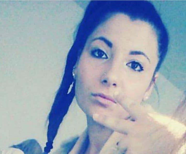 """Ritrovata a Frattamaggiore Melania Grazioli, la ventenne scomparsa da Portici alle 9.00 di ieri mattina. """"Grazie a tutti, vi amo. È stata ritrovata a Frattamaggiore. Vi daremo notizie, il tempo di arrivare in caserma"""" - a dare l'annuncio è il padre Pino Grazioli."""