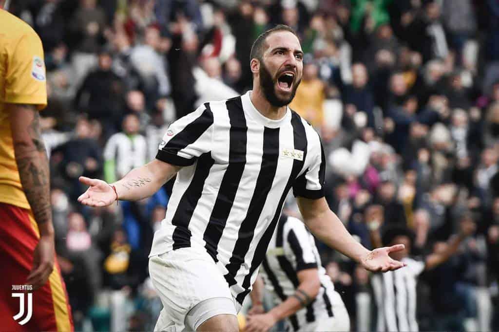 Higuain in Premier: il Pipita è stuzzicato dal campionato inglese, e la Juventus deve pensare all'eventuale sostituto.