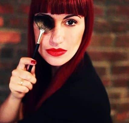 Angie Valentino, da circa quattro anni vive e lavora negli USA. Si appassiona prima alle arti e poi al make up. In occasione dell'University Music Festival è giunta da NYC con Diego Cortez per presentare la collezione.