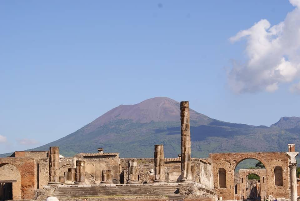 """Lo ha annunciato Massimo Osanna, Direttore del Parco Archeologico di Pompei: """"In vista dell'emergenza terrorismo, si sta pensando di riorganizzare gli ingressi con guardie armate, metal detector e anche l'esercito, sia per tutelare i visitatori sia per tutelare gli scavi."""