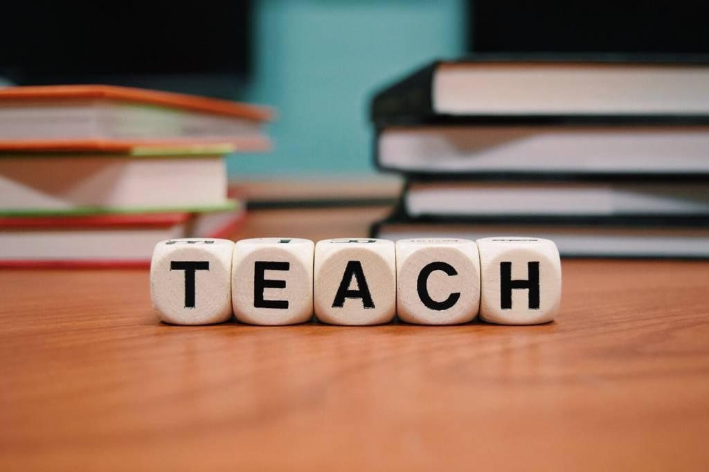Fatti un giro su internet: la formazione è il business del presente e del futuro. Centinaia di corsi, accademie, istituti… perchè?