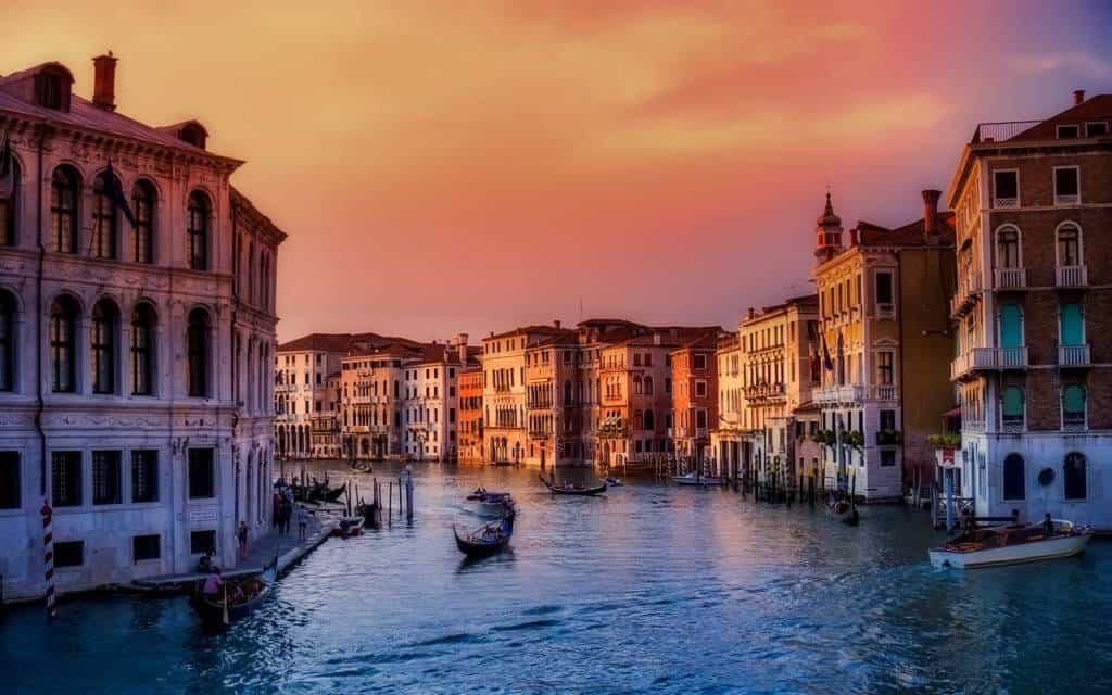 Impossibile non visitare almeno una volta nella vita la città di Venezia, un posto unico nel mondo e Patrimonio dell'Umanità. Alcune info su come arrivarci, cosa vedere e come apprezzarla