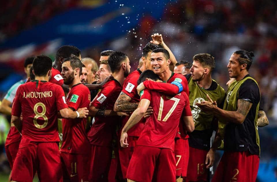 Cristiano Ronaldo alla Juve: la trattativa del secolo è andata in porto. Il pallone d'oro è un nuovo calciatore della Juventus, già arrivate le firme.