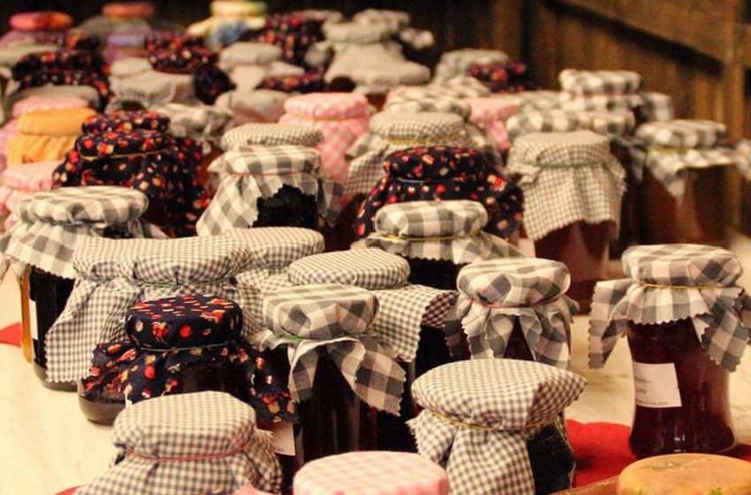 La marmellatarappresenta una delle tradizioni più antiche del nostro paese per godersi la frutta anche fuori stagione. Ecco come prepararle